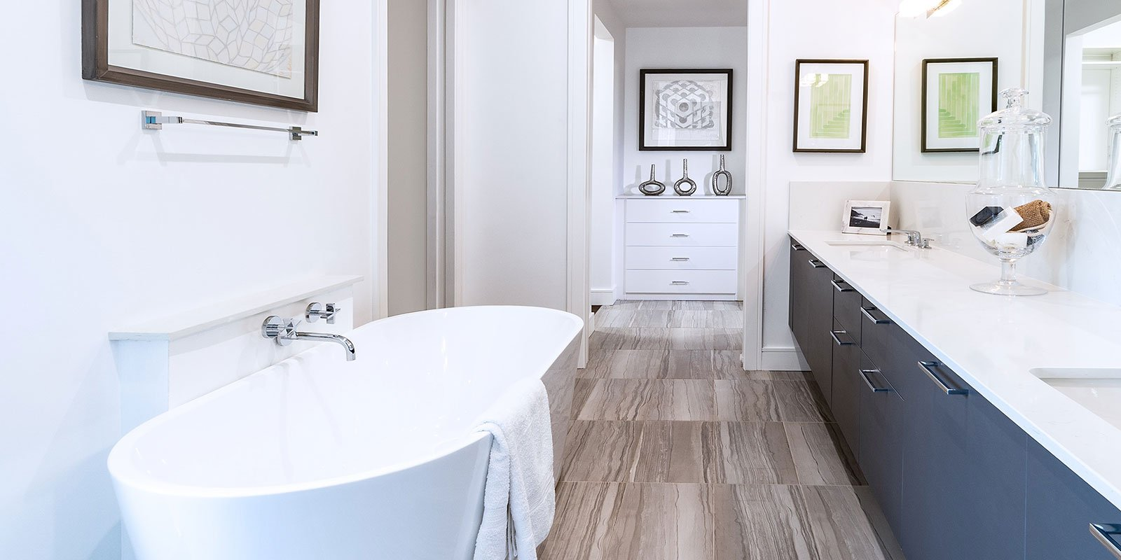 construction services img - modern bath remodel
